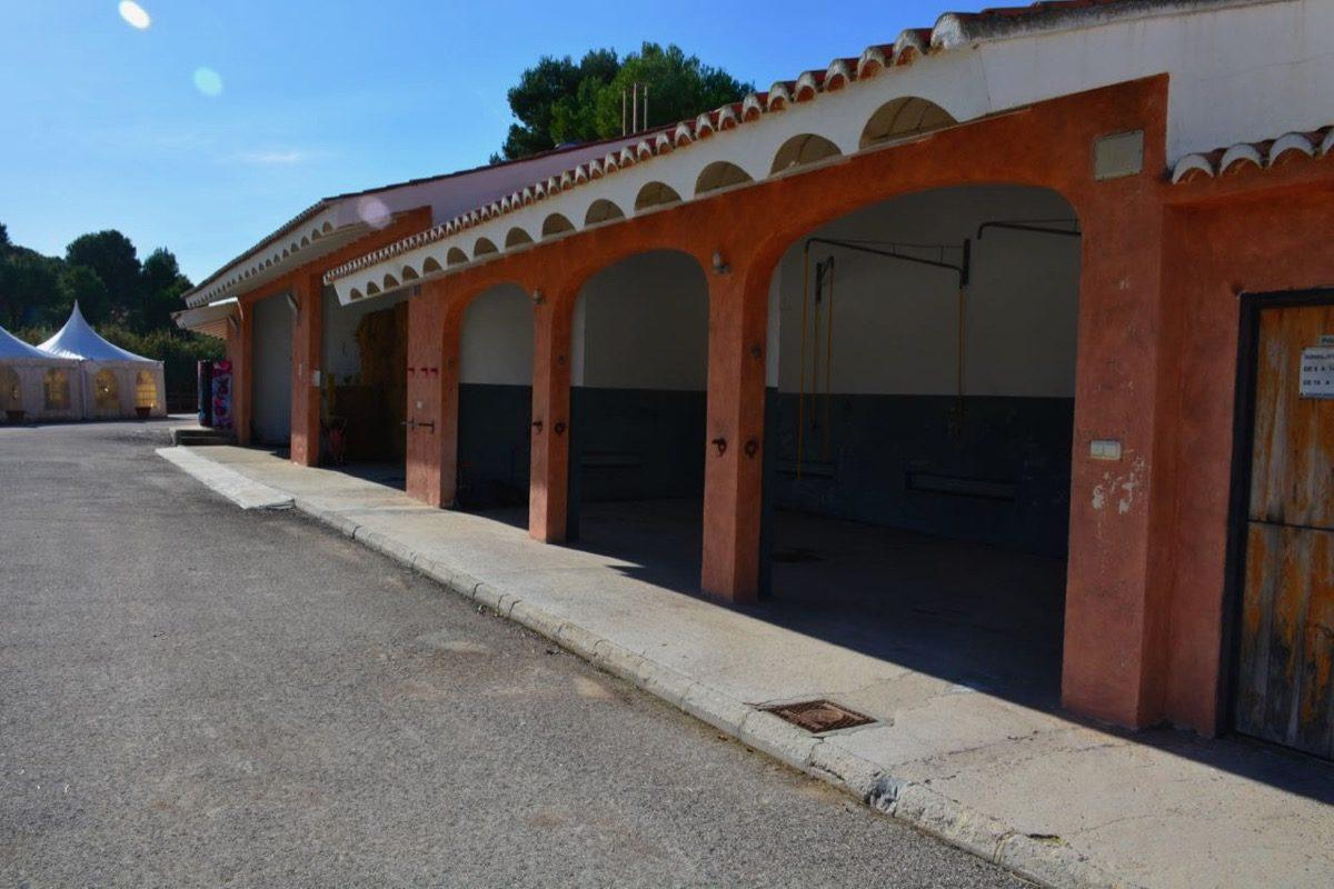 se vende centro equestre con magnificas instalaciones y muy bien situada