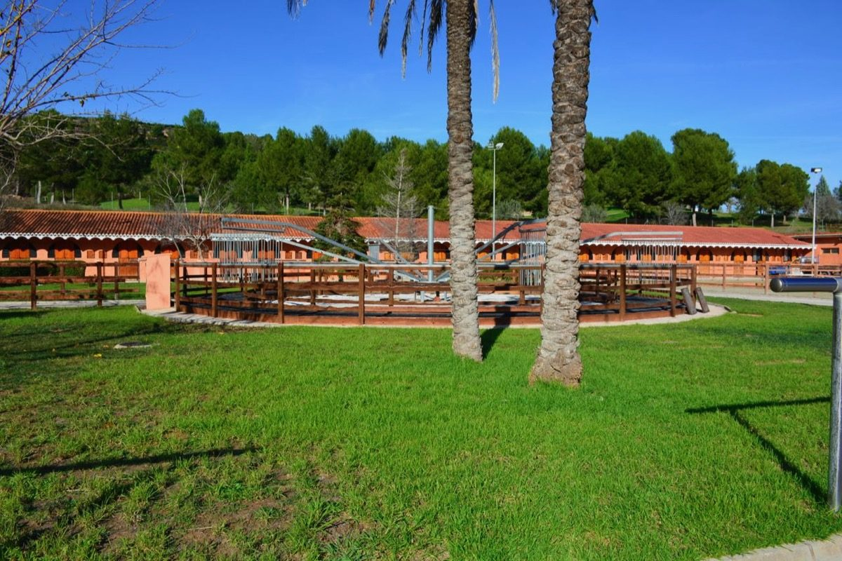 instalaciones equestres con varias pistas bien ubicado cerca de la playa en venta