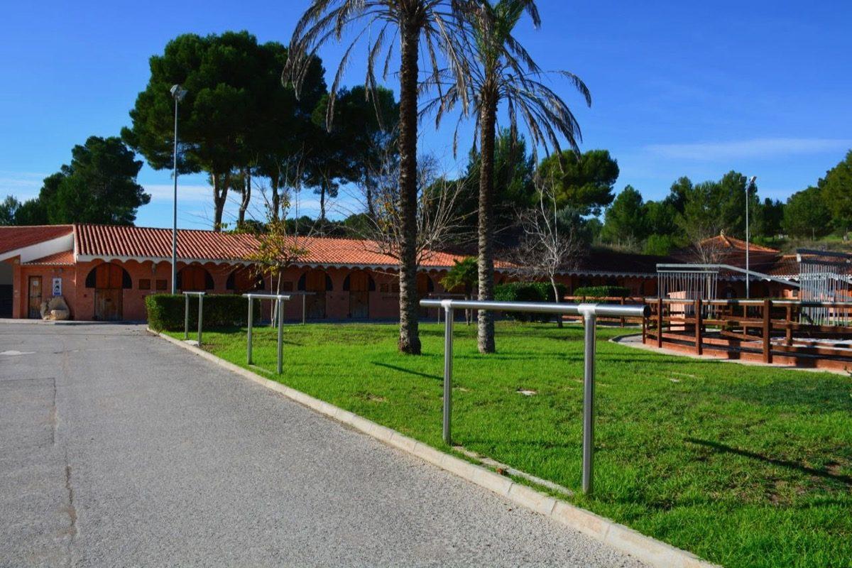 centro equestre en venta con arboleda y buenas instalaciones