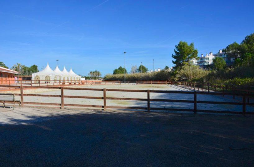 pista de geotextil en centro equestre cerca a la playa se vende