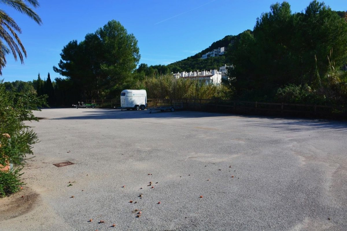 se vende finca cercana a Valencia con muy buenas instalaciones